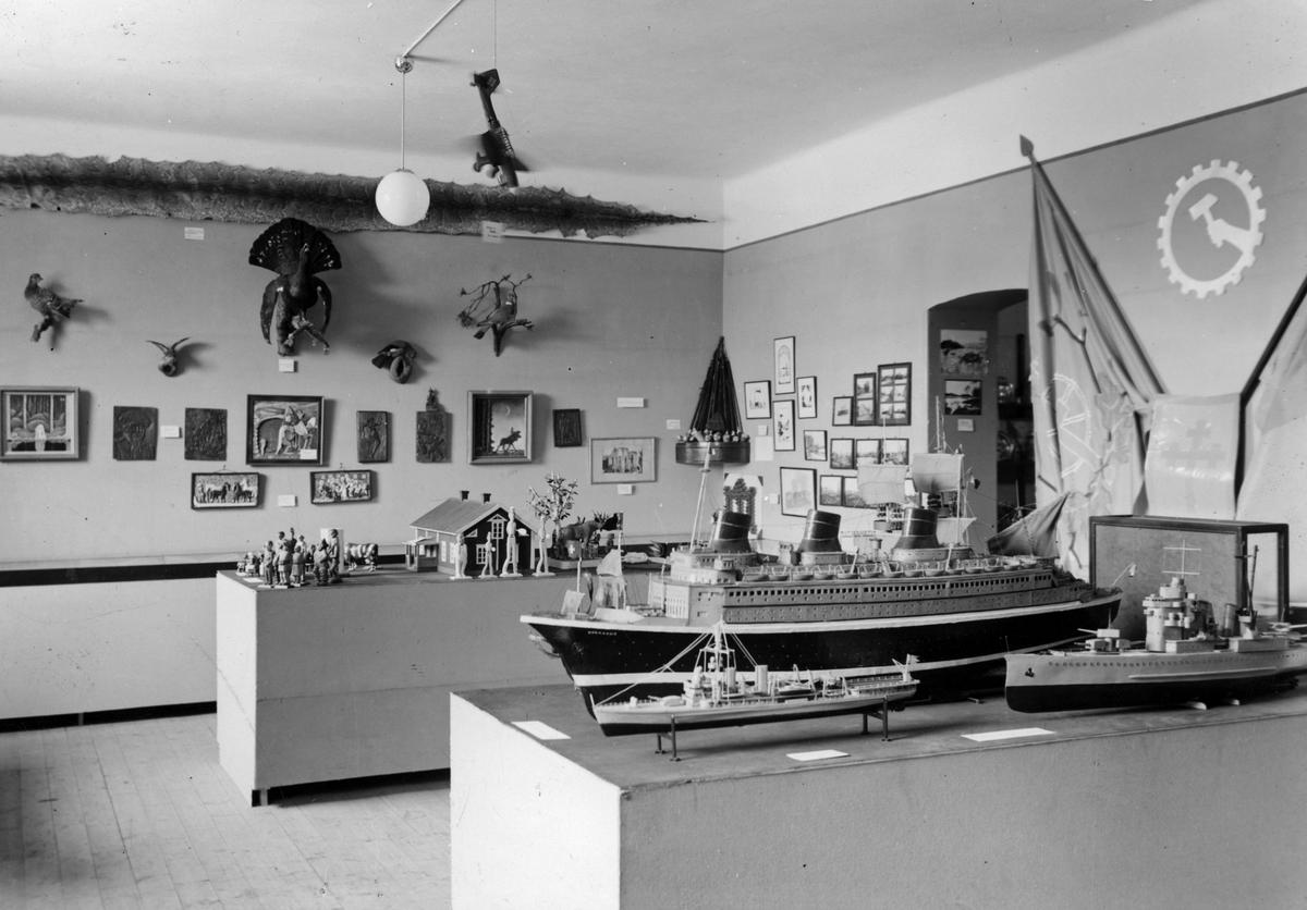 Gamla museets basutställning
