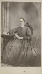 Fangeportrett. Karine Olsdatter, Drammen, arrestert i 1868,