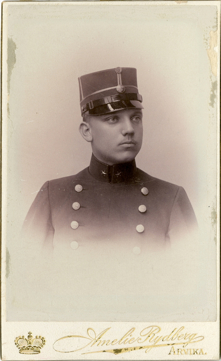 Porträtt av John Svante Laurentius Svenson, löjtnant vid Hälsinge regemente I 14. Se även AMA.0008683.