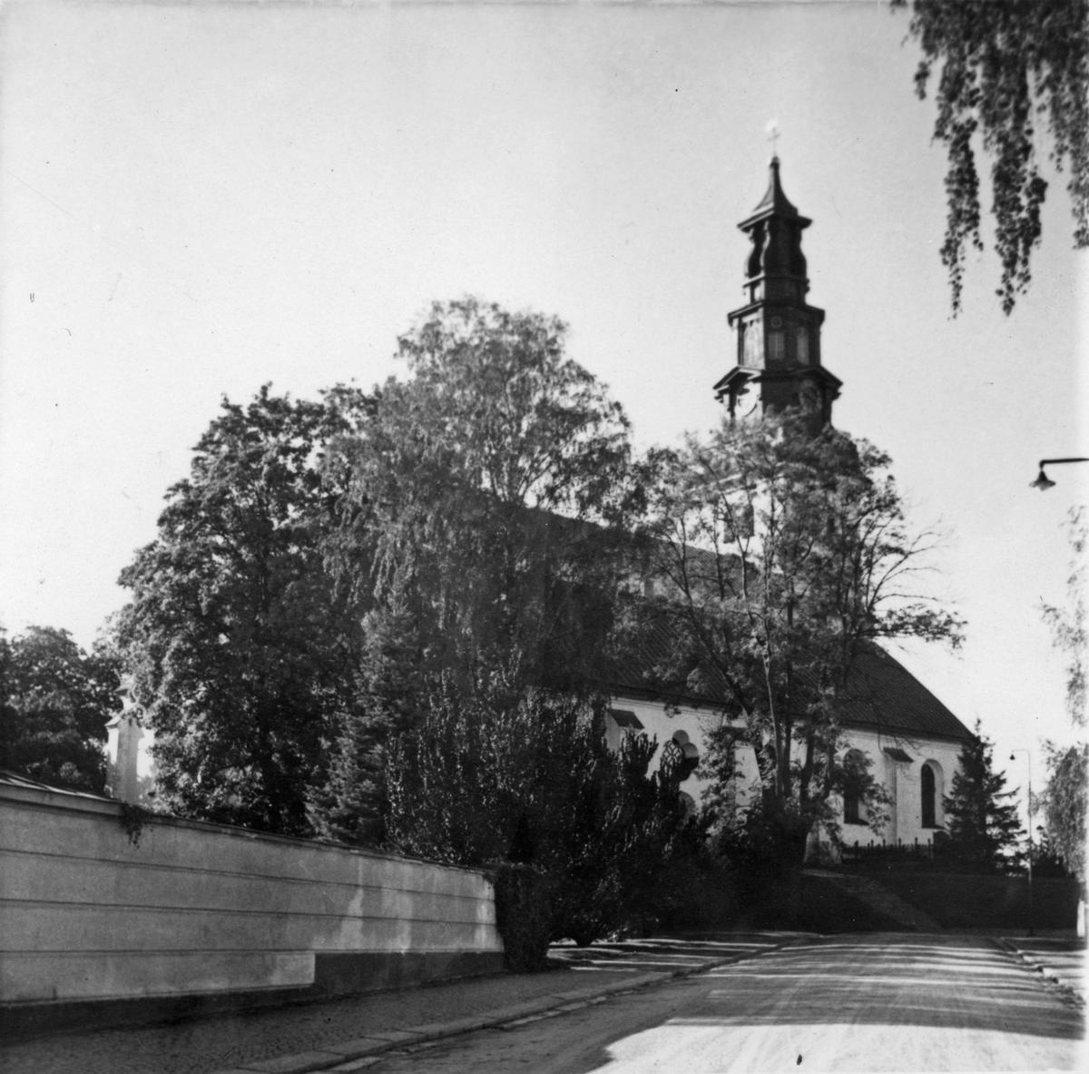 Köpings kyrka från Stora Kyrkogatan.
