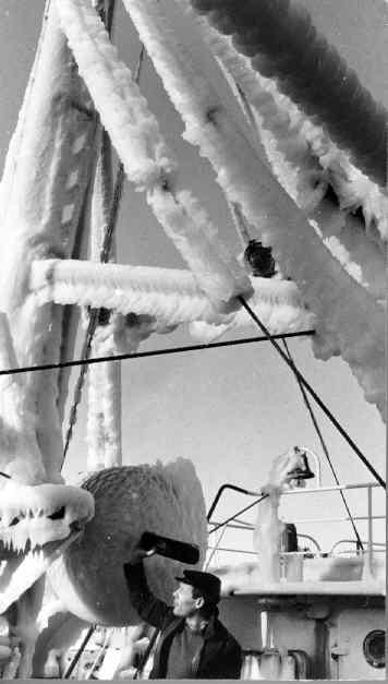 Fiskebåt en vinter dag 1969-1970.