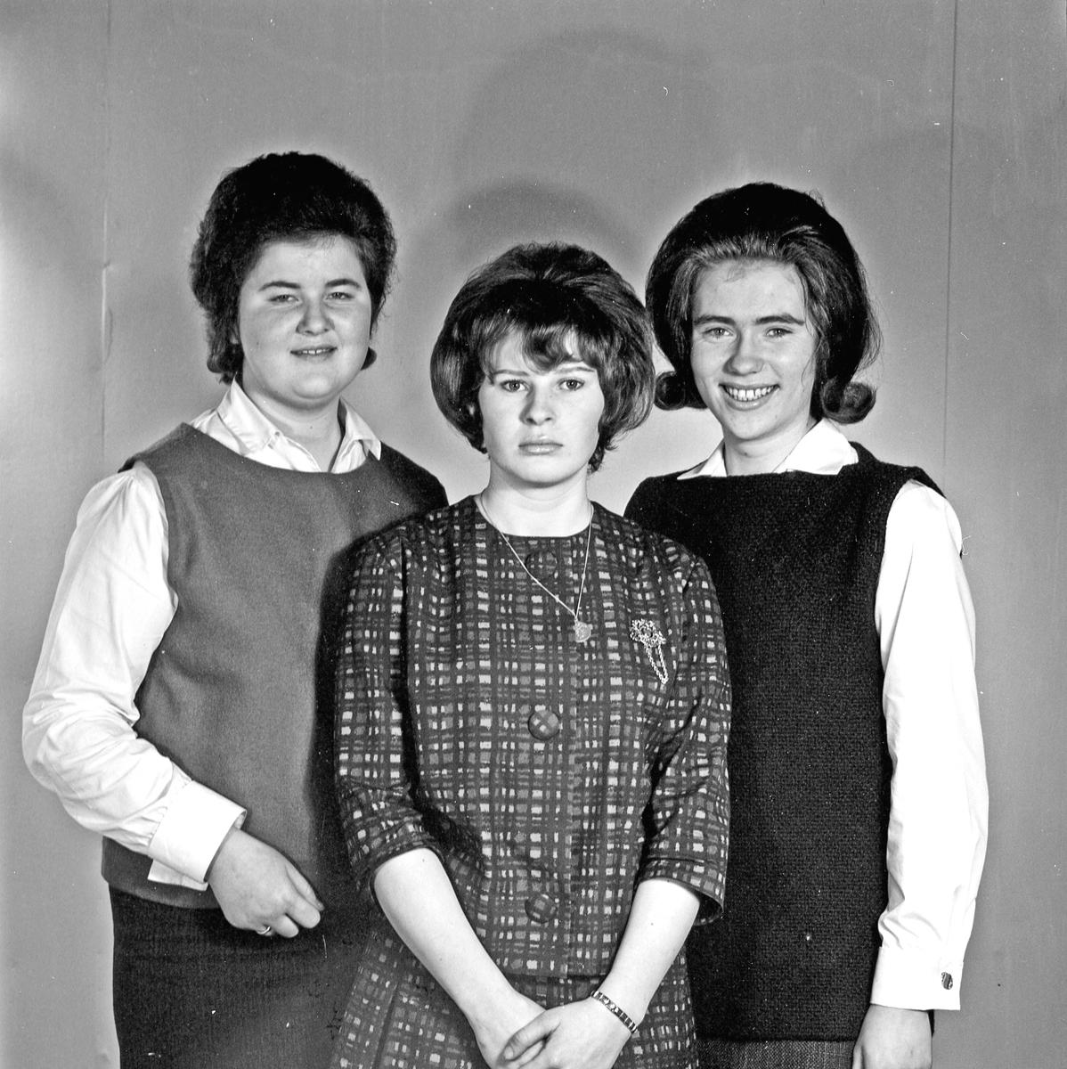 Portrett - tre unge kvinner - bestiller Kari Halseid