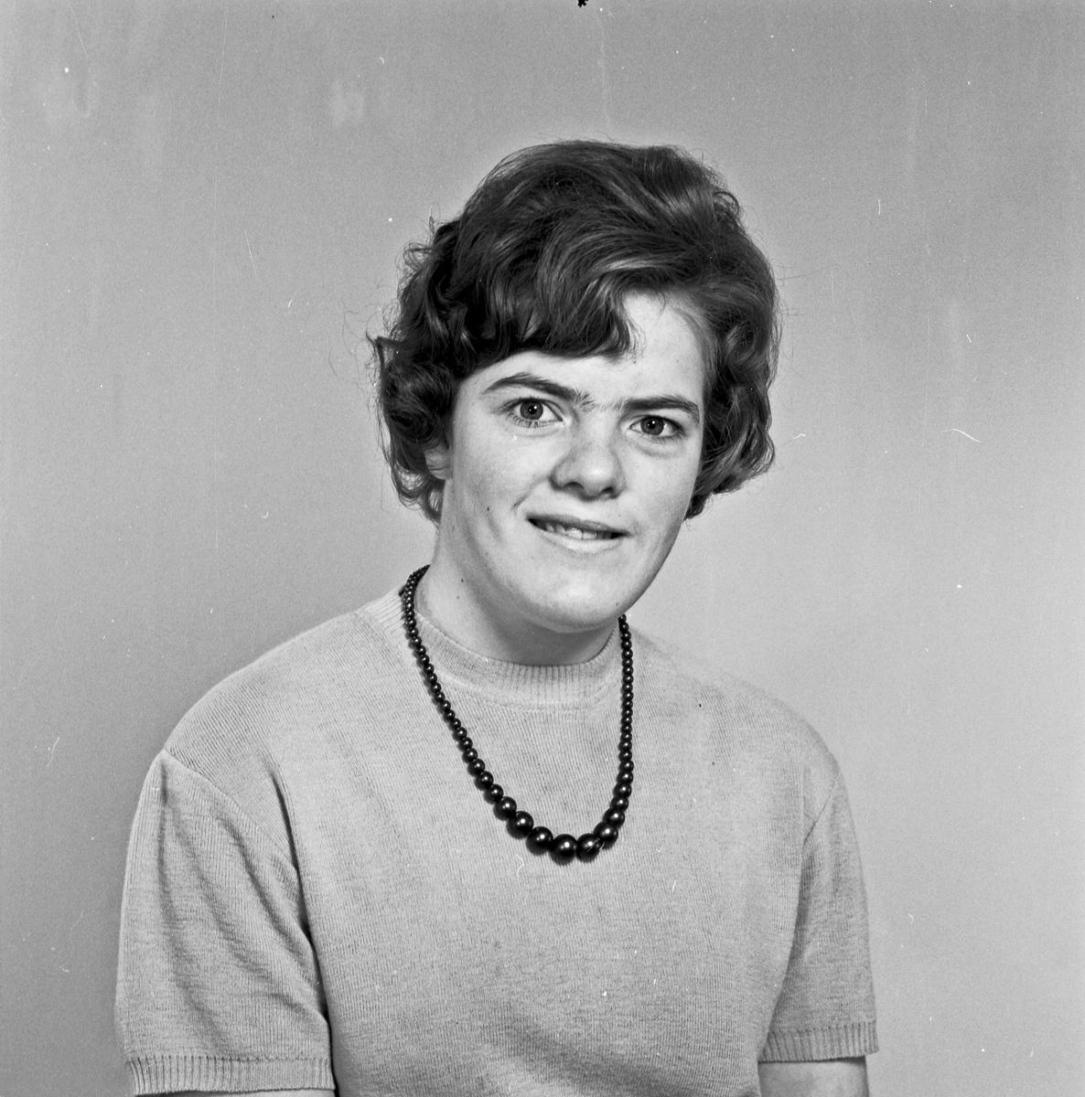 Portrett ung kvinne - bestiller Bjørg Sponevik