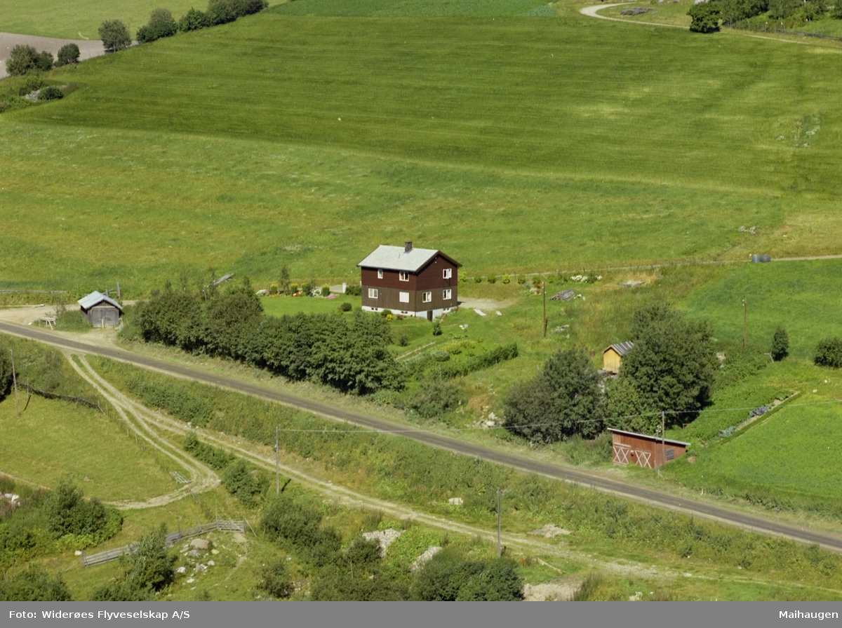 Østre Gausdal, Brunt to-etasjes hus med hage, med bruksnav Hågne, også kalt Hogne på Hage.