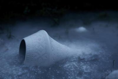 Lampen Story av Vibeke Skar og Ida Noemi. Porselenslampe med sandblåst åttebladsrosemønster. (Foto/Photo)