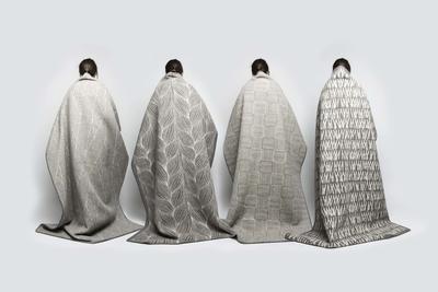 Kristine Five Melværs fire Naturpledd, designet for Røros Tweed. De fire pleddene, med ulike mønstre, henger over fire rygger (Foto/Photo)