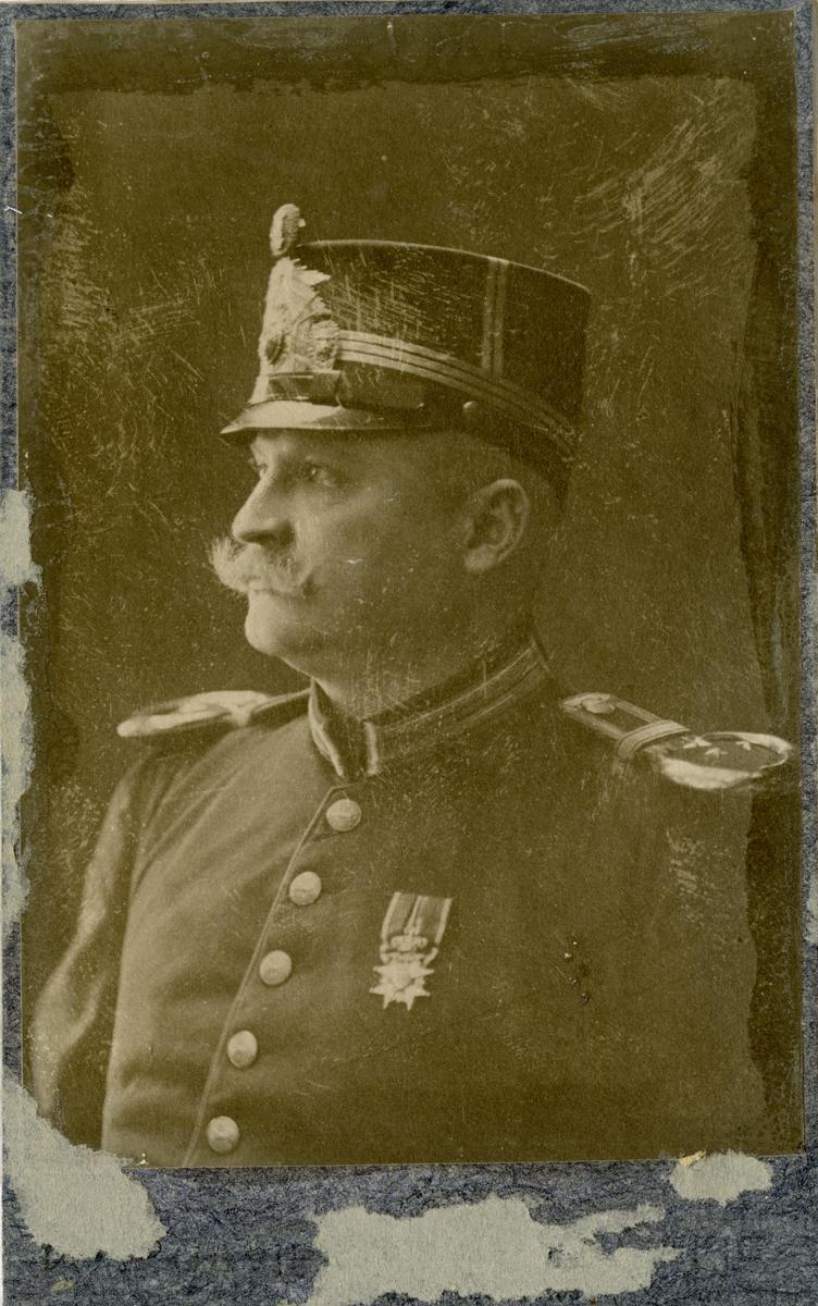Porträtt av Per Axel Frithiof Stein, underlöjtnant vid Hälsinge regemente I 14.