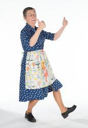 Christina AraskogToll utklädd till hemmafru 1940-tal. Fotogr