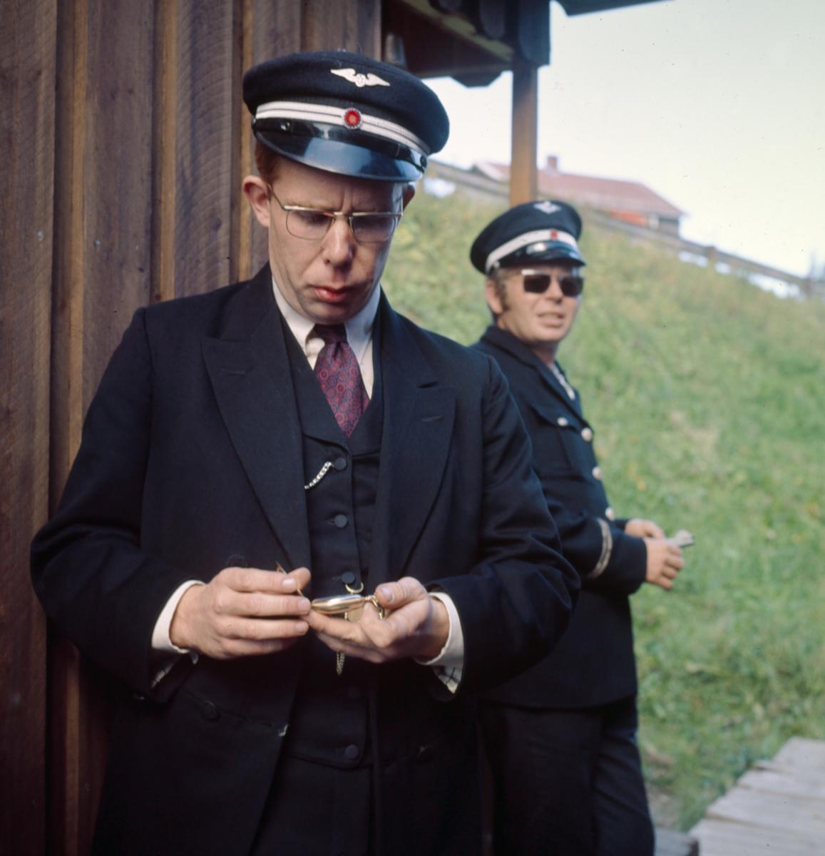 Konduktørpersonale på museumsbanen Tertitten