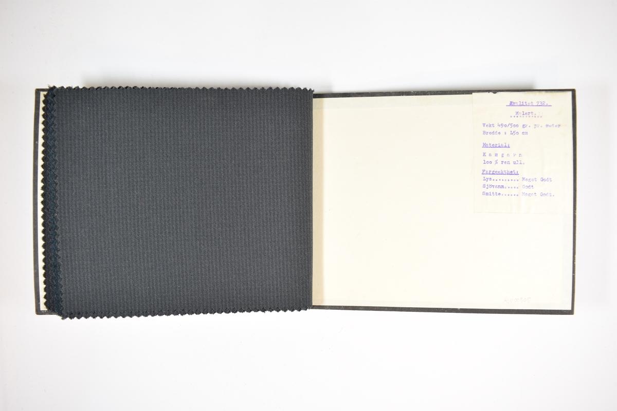 Prøvebok med 7 stoffprøver. Relativt tynne mørke stoff med vertikale striper. Kyperbinding/diagonalvevd. Stoffene er merket med en firkantet papirlapp klistret stoffet, med et trykket skjema hvor kvalitets- og designnummer er fyllt ut for hånd.  Kvalitetsnummeret er bare fyllt ut på den første prøven, men det er rimelig å anta at alle stoffene i boken har kvalitet 732 grunnet papirlappen på baksideomslaget.   Stoff nr.: 732/46, 732/47, 732/48, 732/49, 732/50, 732/51, 732/52.