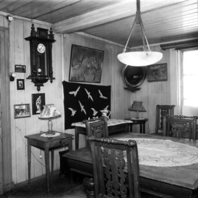 Gunda Eriksens spisestue i Holmengata 5 i Oslo. 1957. (Foto/Photo)