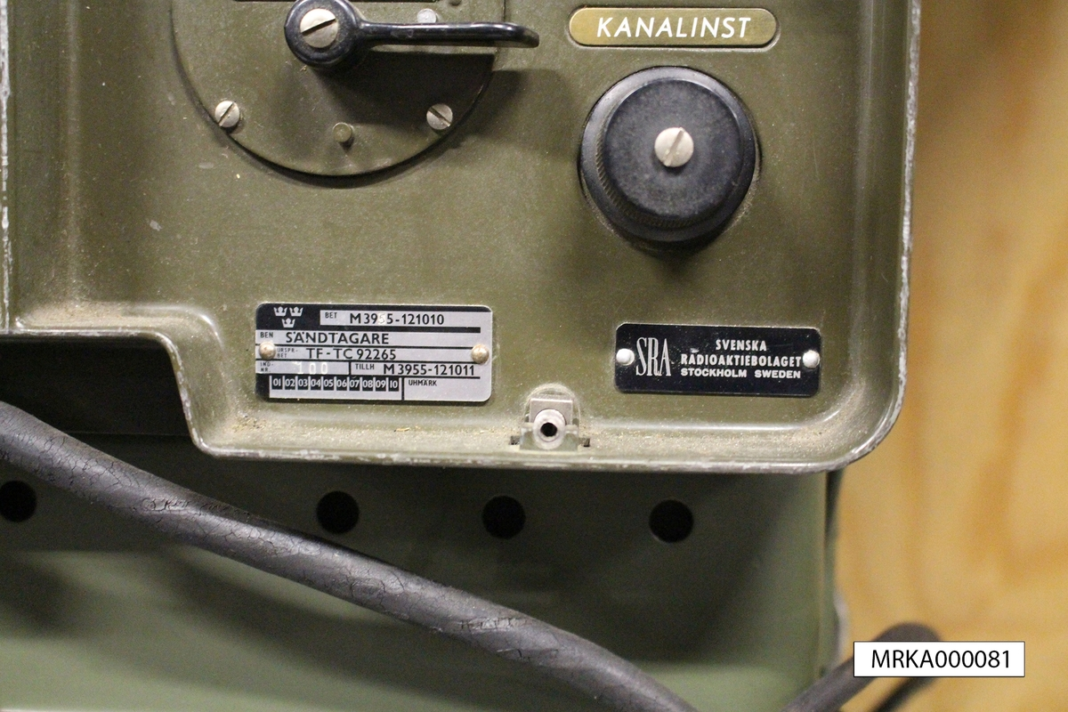 Ursprungsbeteckning: TF-TC92265  Allmänt:  Stationen bestod av sändtagare, kraftaggregat, handmikrotelefon och SM-omkopplare. Stationen var byggd med elektronrörsteknik och med en speciell mekanik för frekvensinställning och för kalibrering av kanalerna.  Data: Frekvensområde: 39,6 – 48,0 MHz Kanalseparation: 180 kHz, senare 90 kHz Sändareffekt: 3 W Modulationsslag: FM Transmissionstyp: Simplex, telefoni Kanalantal: 85 st Antenner: Dipol, jordplaneantenn eller riktantenn Räckvidd: c:a 12 km Kraftförsörjning: 12 eller 24 V likspänning eller 220 V växelspänning