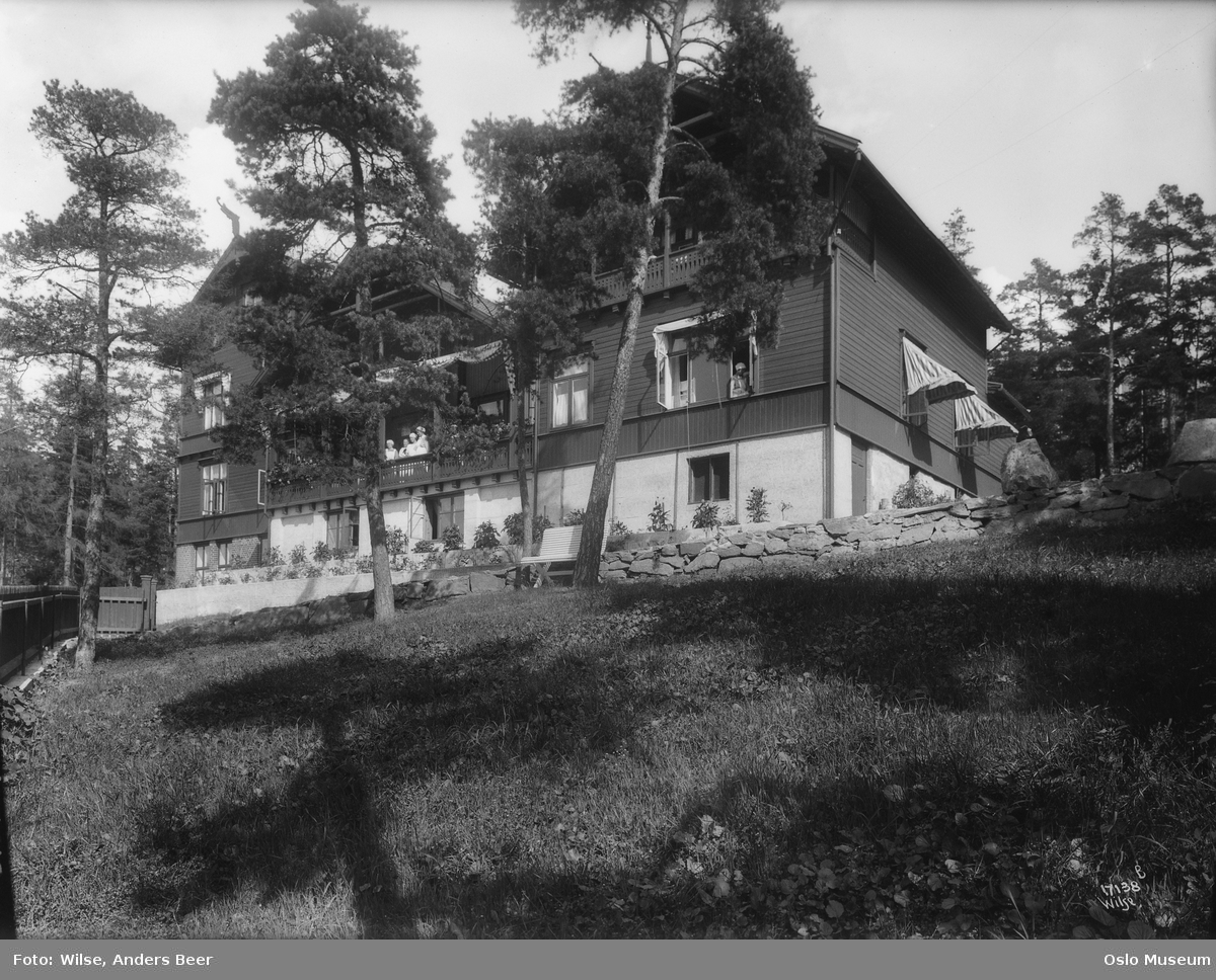 Kvinnesaksforeningens fagskole, hage, villa, veranda, kvinner
