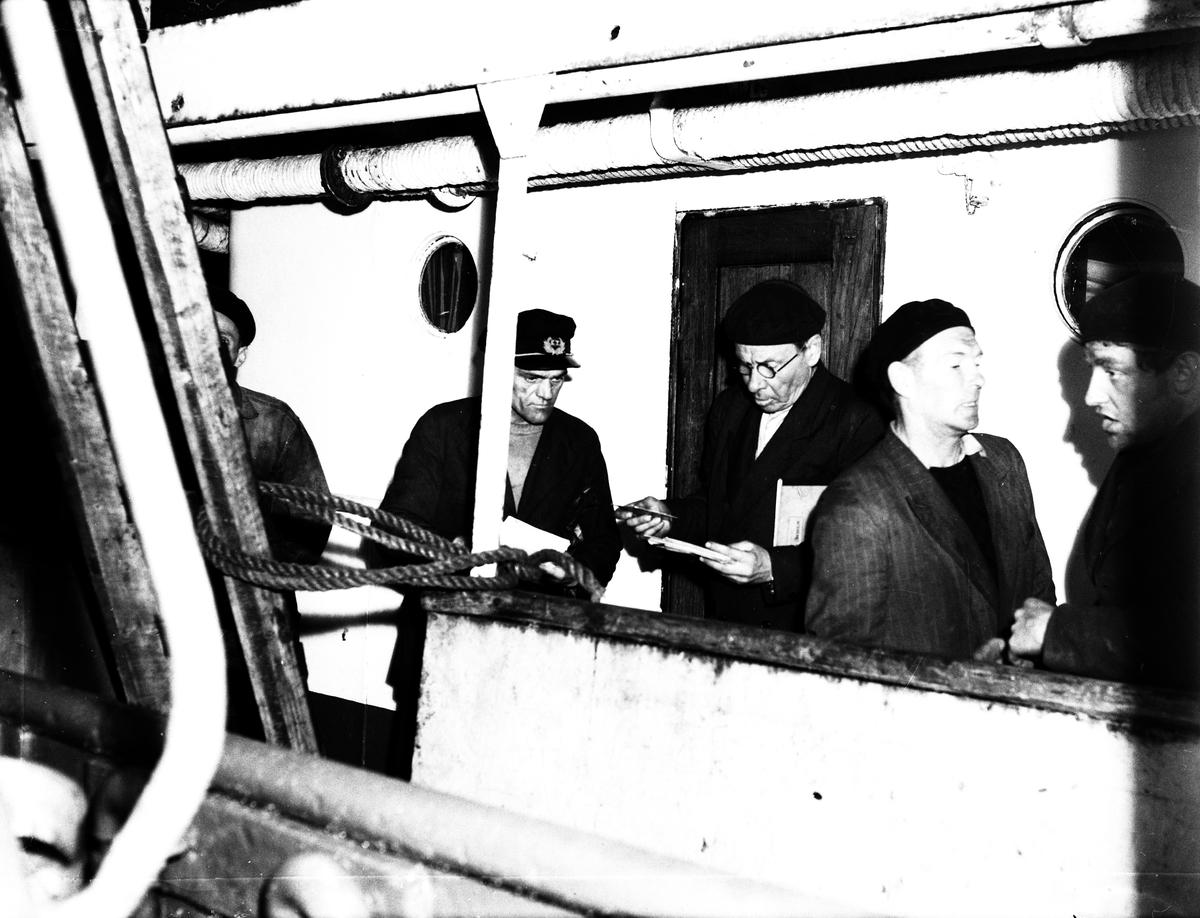 """""""Bisssen"""" motorfartyg. 1 augusti 1949."""