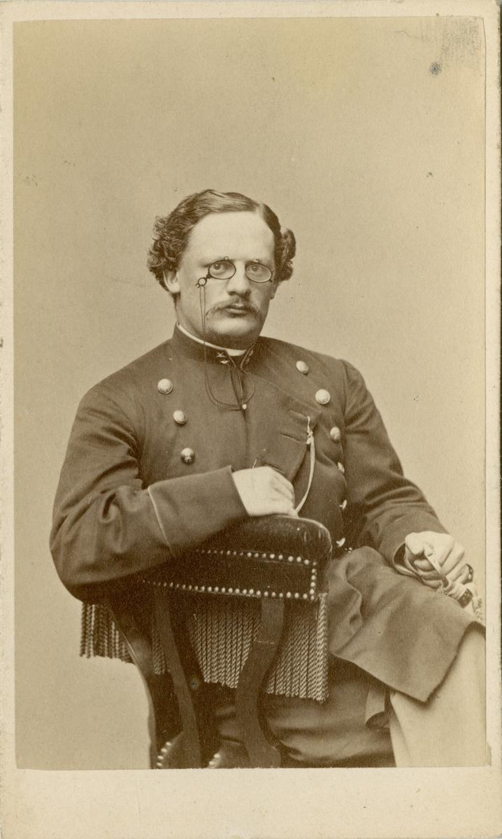 Porträtt av Gustaf Otto Weidenhjelm, underlöjtnant vid Jönköpings regemente I 12. Se även AMA.0009252 och AMA.0009206.