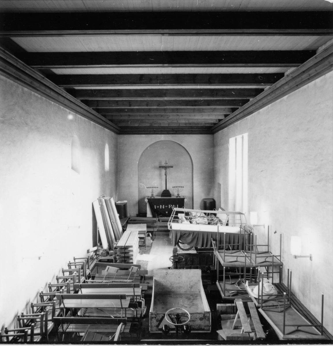 Kapelletrummet med altare. mm.