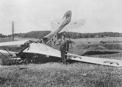 Ett havererat flygplan Albatros NAB 9 nummer 758 tillhörande