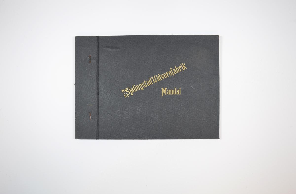 Rektangulær prøvebok med harde permer og to stoffprøver. Permene er laget av hard kartong og er trukket med sort tynn tekstil. Boken inneholder middels tykke ullstoff med fiskebenmønster. Kyperbinding/diagonalvev. Stoffene ligger brettet dobbelt i boken slik at vranga skjules, men mønsteret er det samme på baksiden. Stoffene er merket med en rund papirlapp, festet til stoffet med metallstifter, hvor nummer er påført for hånd. Innskriften på innsiden av forsideomslaget indikerer at begge stoffene i boken har kvalitetsnummer 5071.   Stoff nr.: 5071/1, 5071/2.