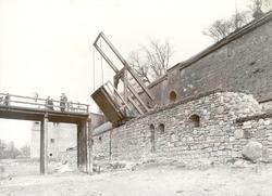 Vallgraven vid vindbryggan på slottet torrlagd.