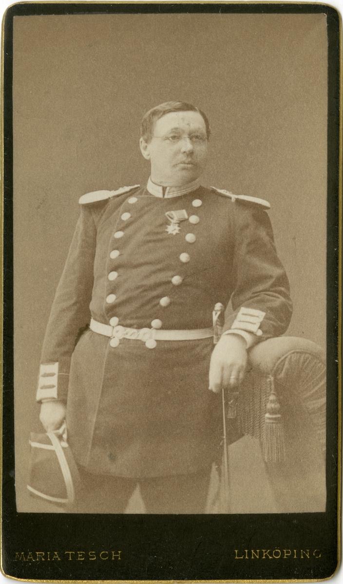 Porträtt av Adolf Fredrik Christian af Klercker, officer vid Andra livgrenadjärregementet I 5.  Se även bild AMA.0001881, AMA.0001932 och AMA.0001973.