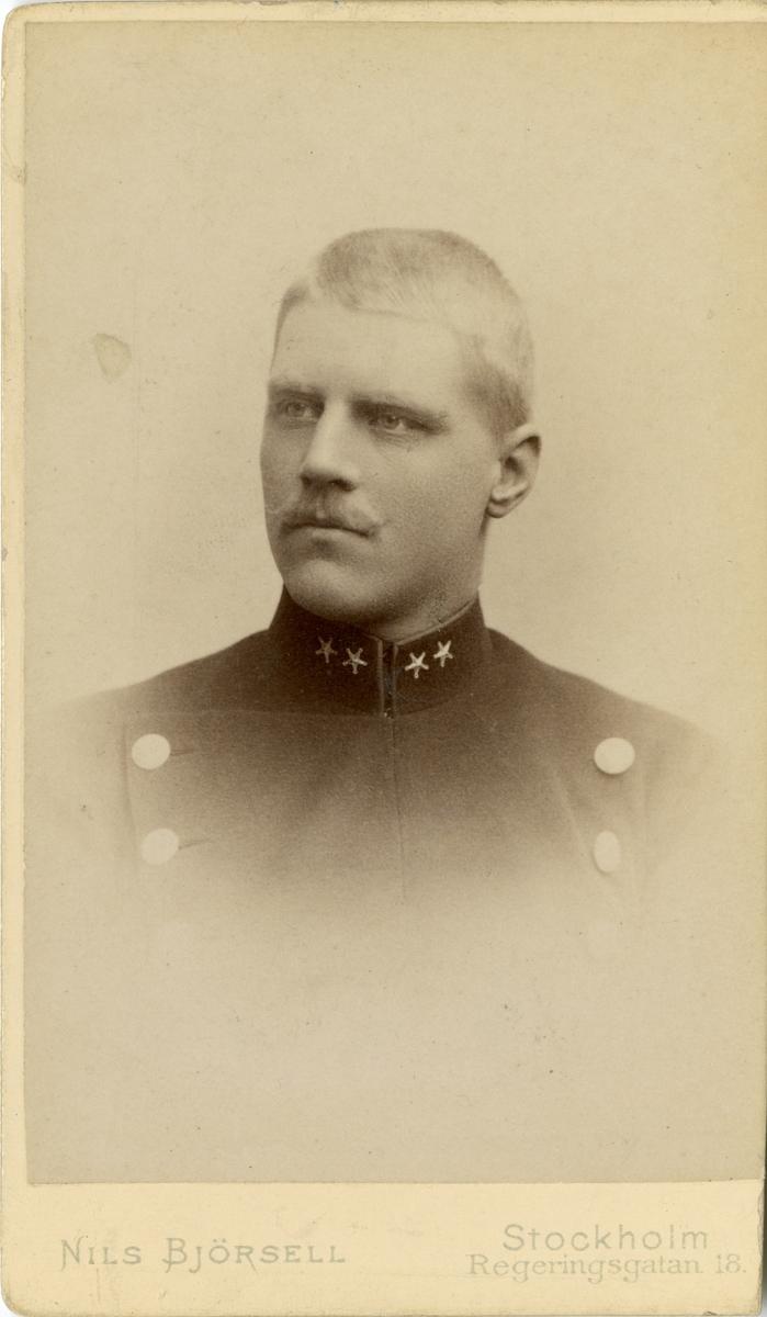 Porträtt av Claes Josef Breitholtz, löjtnant vid Andra livgardet.  Se även bild AMA.0002143 och AMA.0006846.