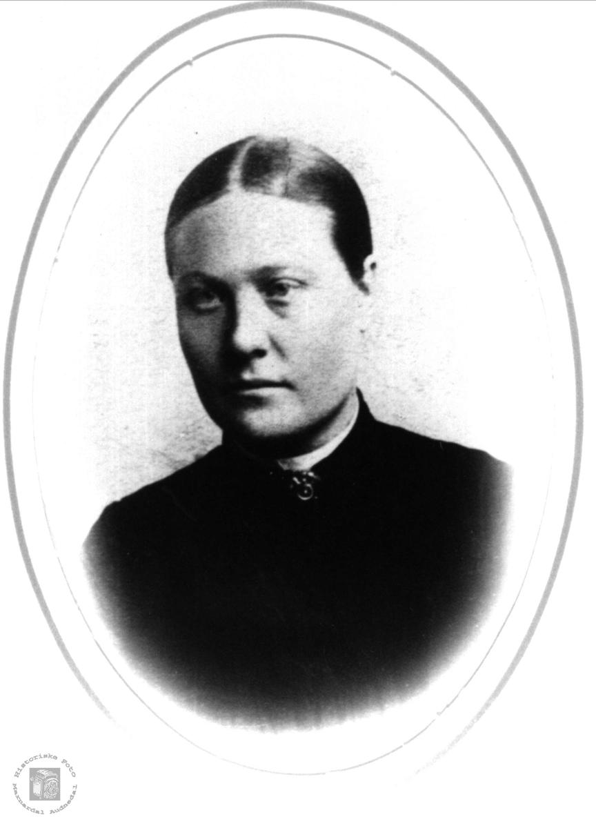 Portrett av Inger Marie Birkeland, Øyslebø.