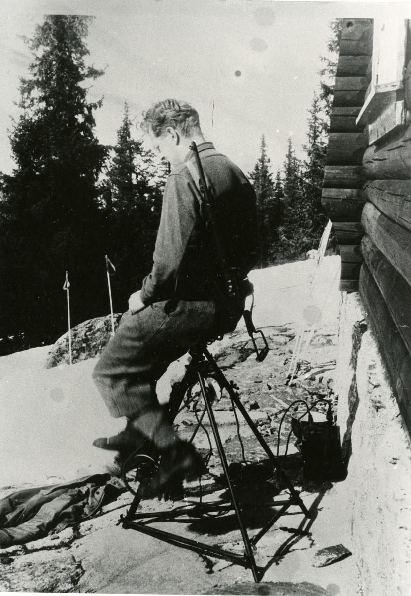 """Bjarne Holst Larsen. Han gikk under dekknavnet """" Håkon """" under krigen."""