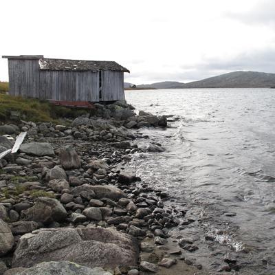 Befaring i Vinstre 2012. Høyeste regulerte vannstand er omtrent 1 meter over opprinnelig strandlinje. (Foto/Photo)