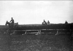 Kapplöpningar våren 1911 på Österängen, Strömsholm. Strömsho