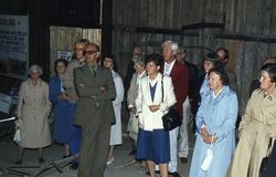 Olika persongrupper vid invigningen av lantbruksmuseet vid G