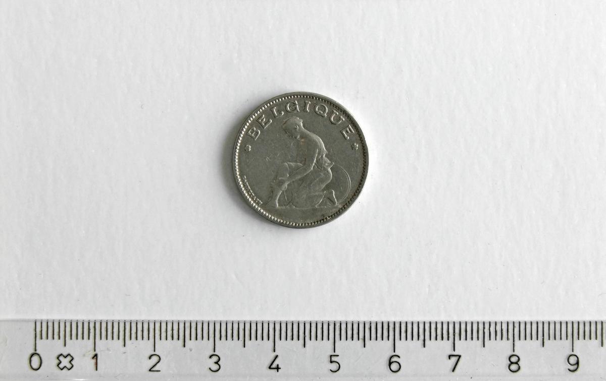 1 Franc  (1 F),  BELGIA, 1923,  Kong Albert I,  Nikkel.  Form:  Sirkulær