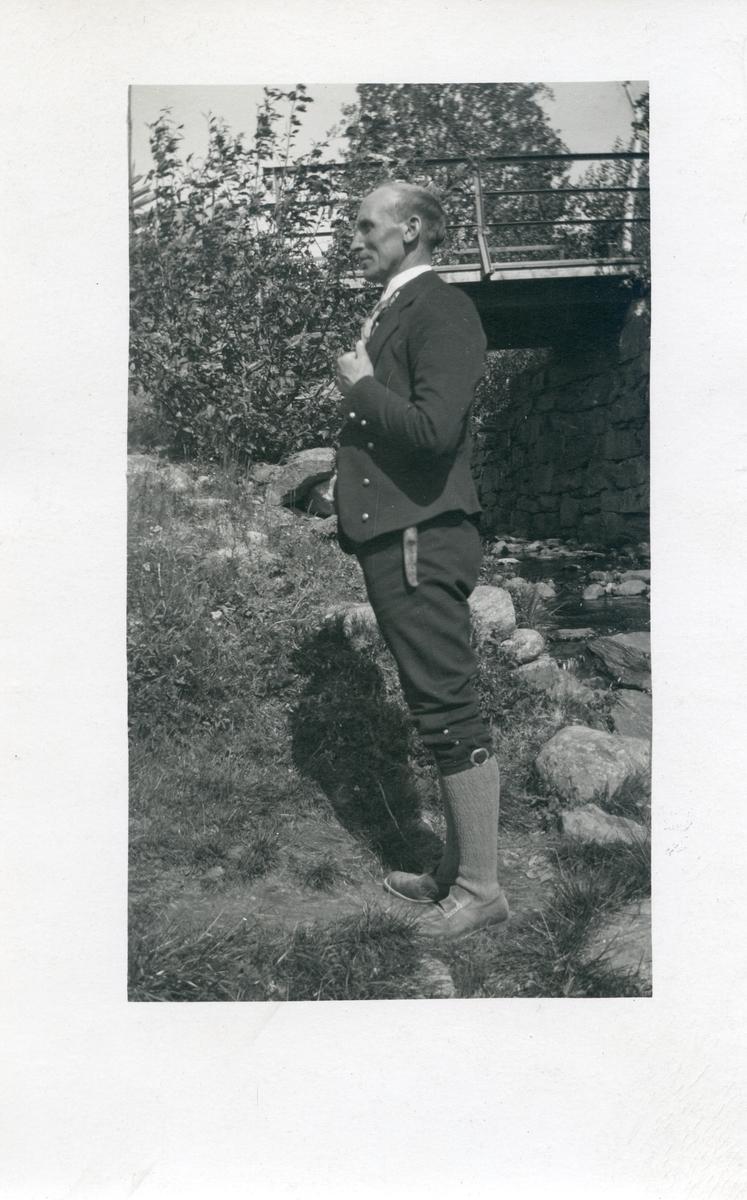 Olaus Islandsmoen på Volden i Vestre Slidre, på eit ungdomsstemne, 1920.