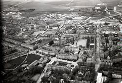 Flygvy över Vasastaden med Katedralskolan i centrum.