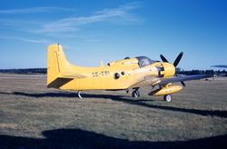 Civilregistrerat flygplan Douglas Skyraider AD-4W med märkni