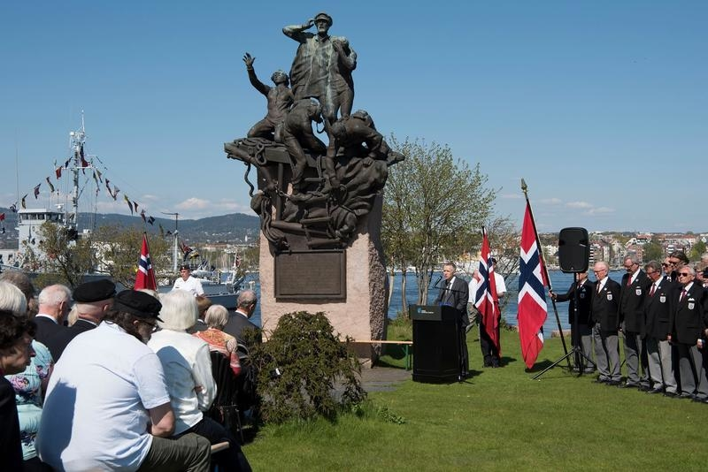 Laying of wreaths on 8 May