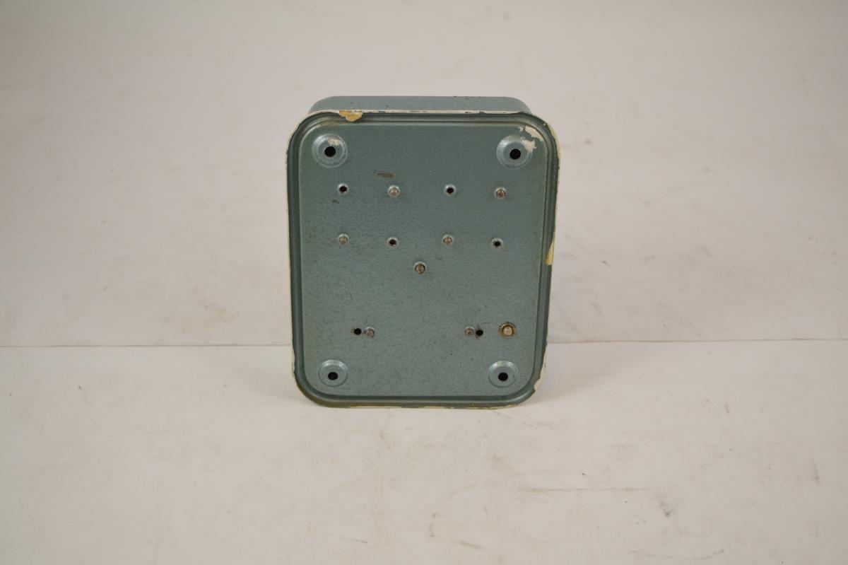 Bryter og lampe for hjelpesignal. Brukt på stasjoner før fjernstyring.