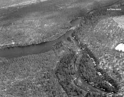 Flyfotografi av elva Sølnas utløp i Femundselva (Trysilvassd