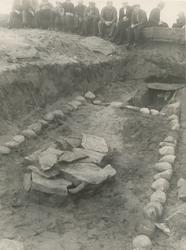 Utgravinga av ei barnegrav på Blimshaugen på Vigra. Grava va
