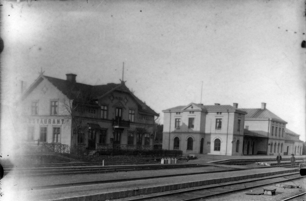 Valskogs restaurang och järnvägsstation.