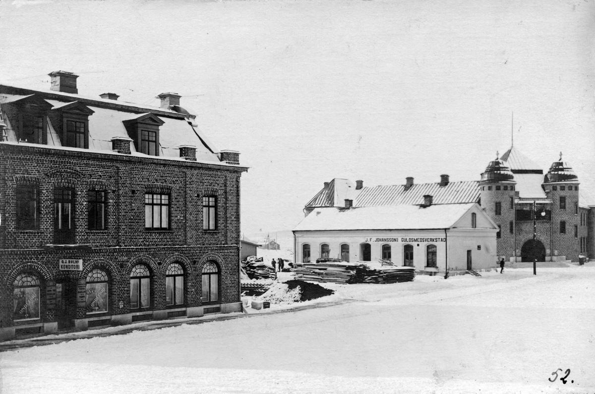 Stora Torget-Ö. Långg. 1901-02 Bellinders fastighet, Godtemplarhuset (byggt 1901-02). Envåningshus med J.F. Johanssons guldsmedsverkstad (rivet 1902).