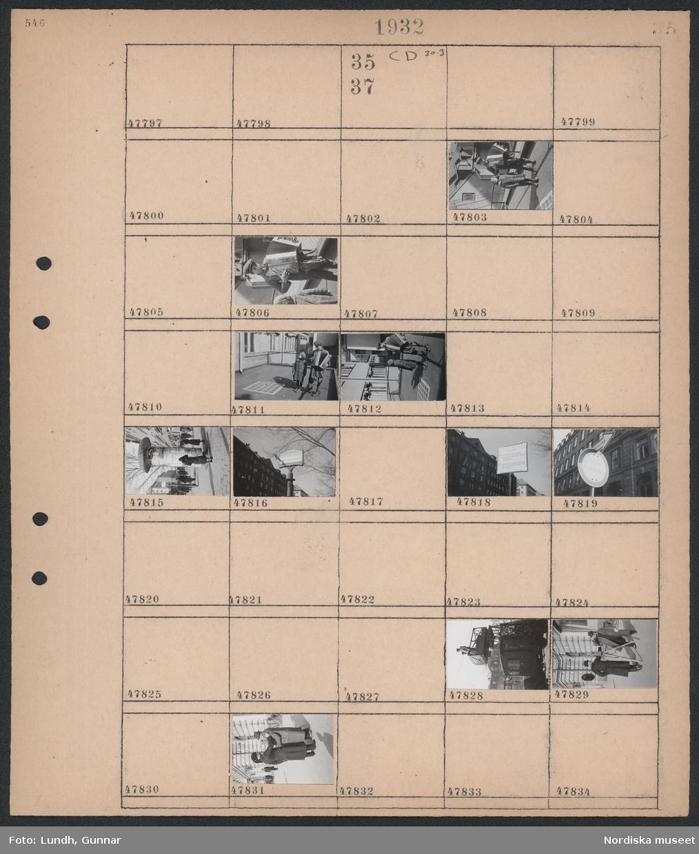 Motiv: (ingen anteckning) ; En flicka står bredvid en pojke med dragspel, gatuvy med fotgängare och en reklampelare, stolpe med hållplatsskylt, vägskylt, två män står på en plattform monterad på en lastbil, en uniformerad man står bredvid en man med filmkamera.