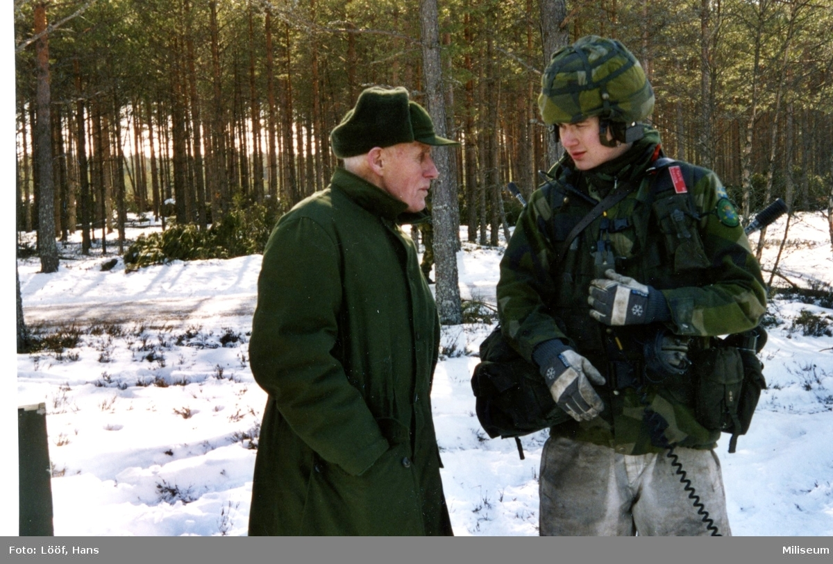 Gärdin, Gösta samtalar med pjäsgruppchef Eriksson, A 9.