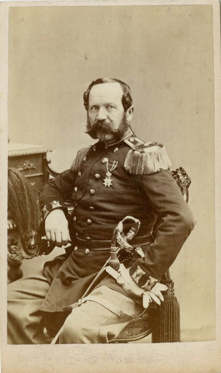 Porträtt av Carl Georg Gabriel Hagberg, major vid Upplands regemente I 8.  Se även bild AMA.0007600.