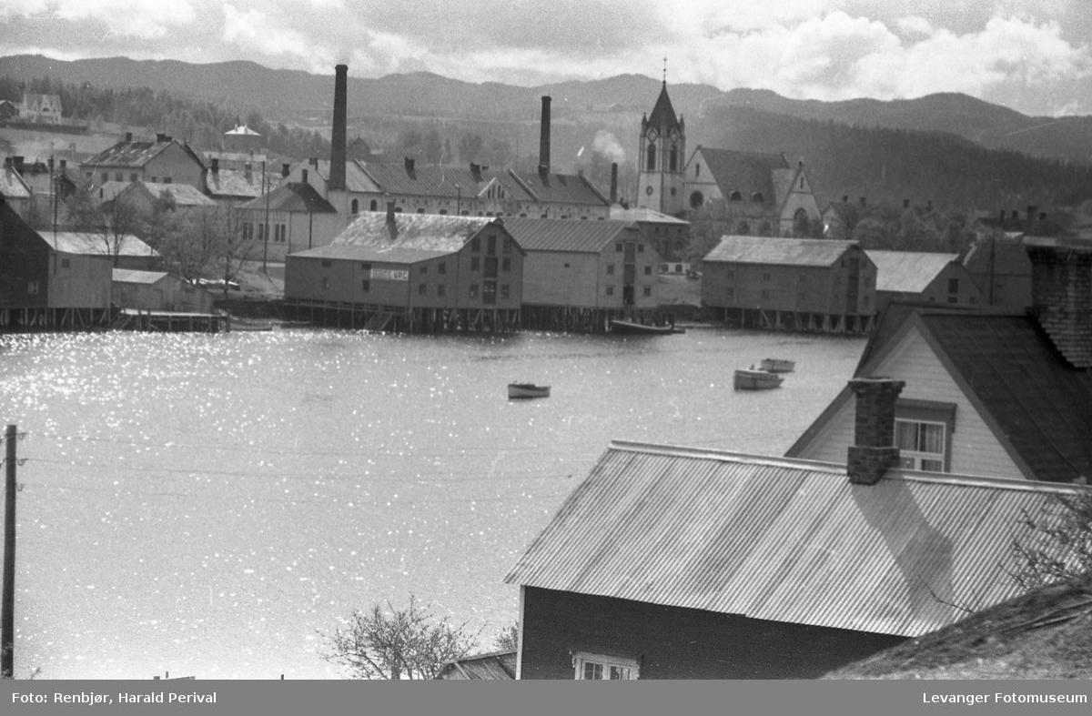 Levanger. melkefabrikken, Levanger kirke og bryggerrekka.