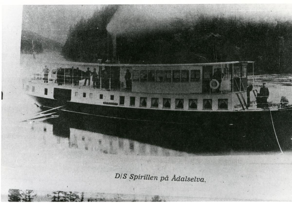 Båtene D/S Bægna, 1868-1929, og D/S Spirillen som gikk mellom Heen i Ådal, Ringerike og Sørum, Sør-Aurdal.
