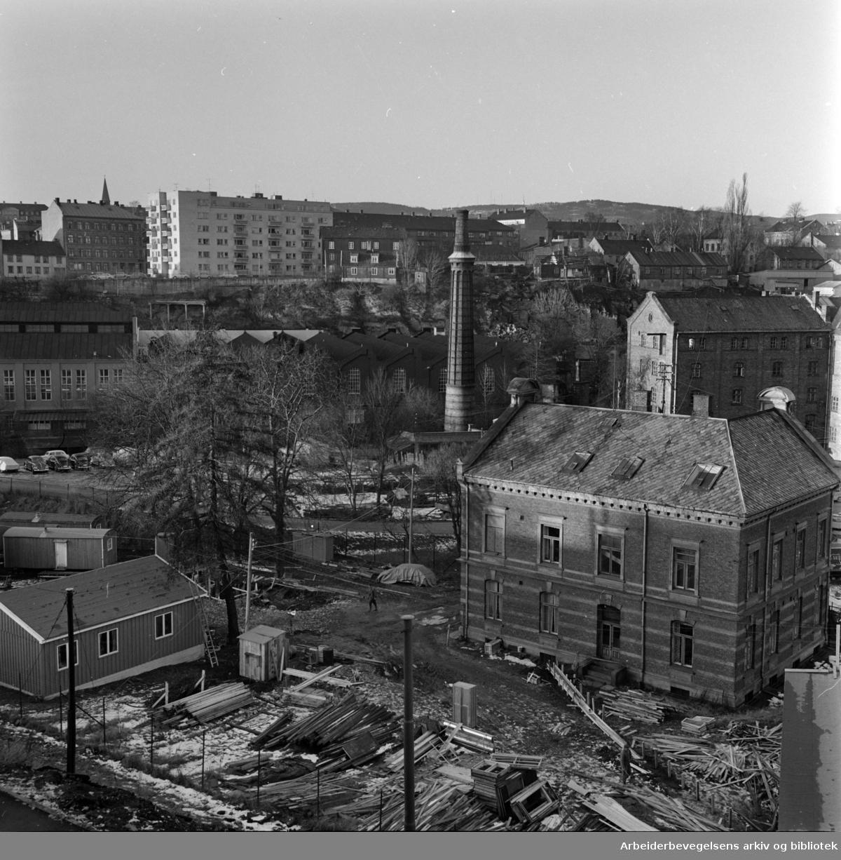 Grünerløkka: Strøket øst for Akerselva opp mot Thorvald Meyers gate er i støpesjeen. November 1964