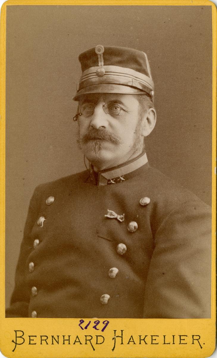 Porträtt av Edgar Julius Eneström, överstelöjtnant vid Jönköpings regemente I 12. Se även AMA.0013867, AMA.0007181 och AMA.0007175.