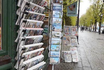 Aviser på Narvesenkiosken på Grandhjørnet