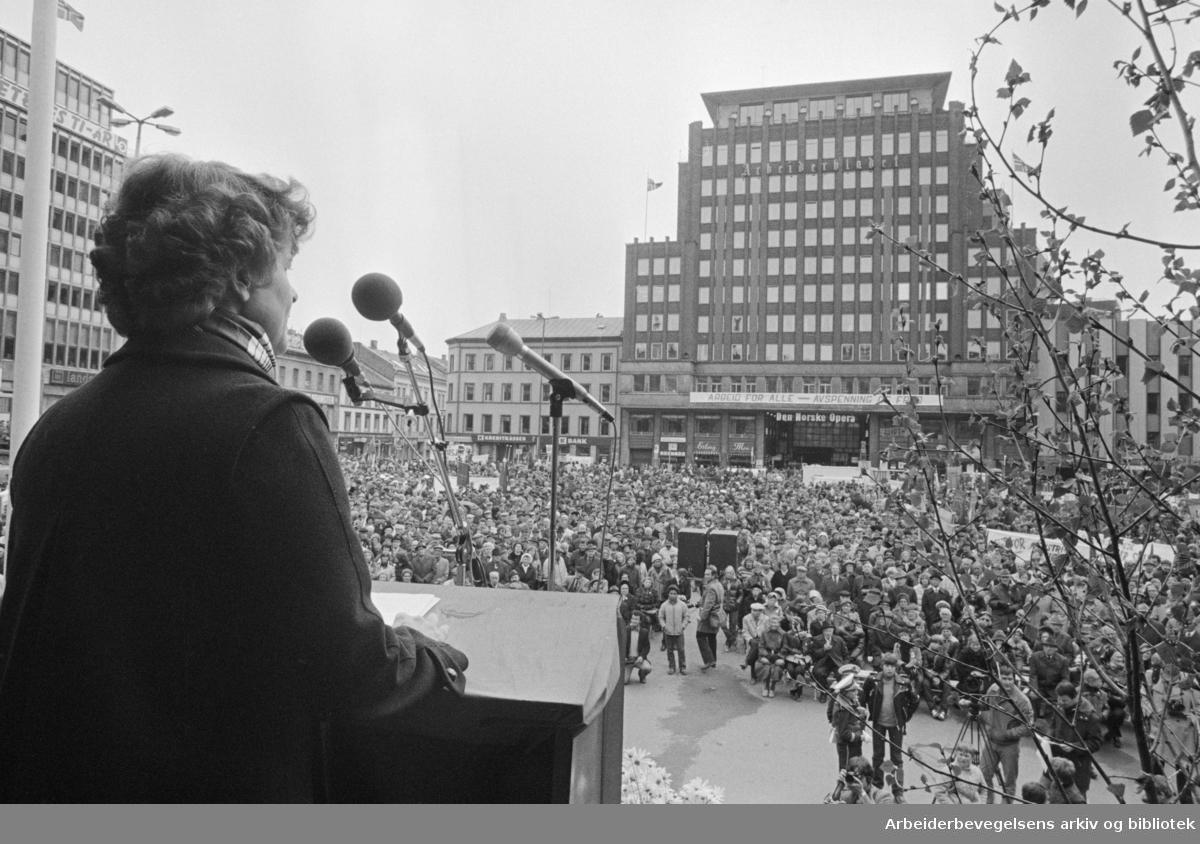 1. mai 1981, Gro Harlem Brundtland taler på Youngstorget.