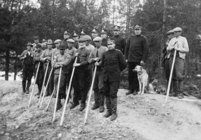 I 1927 fant en dramatisk arbeidskonflikt sted ved Julussa i Elverum. Tømmerfløtere fra både Elverum og Åmot organiserte seg mot skogeierne som ikke aksepterte deres anbud. Flere av de fagorganiserte tømmerfløterne møtte væpnet, og regjeringen satte inn statspoliti for å beskytte fløterne som fikk oppdraget.